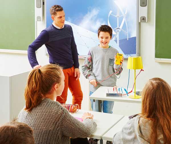 Leerling doet een proefje - Inspirocollege